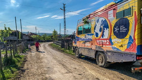 Čechy z výpravy Tatra kolem světa 2 zadržela v Íránu policie. Nedorozumění se záhy vyřešilo