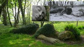 Okouzlující fotky spící ženy berou dech! Podívejte se, jak se socha mění v ročních obdobích