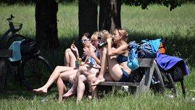 Do Česka dorazily třicítky, kde byl tropický den a jaké padly rekordy?