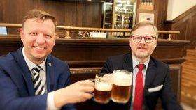 """Kuberu (†72) v Senátu nahradí """"korunní princ"""" Hanza. Fiala bod pro ODS zapil pivem"""