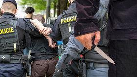 Romové brutálně zmlátili šéfa záchranky ze Sokolovska: Skákali mu po hlavě!
