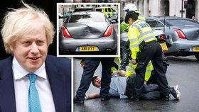 """Před kolonu s premiérem vběhl demonstrant. Ochranka to """"našila"""" do Johnsonova vozu"""