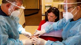 """Koronavirus bez příznaků? I tak """"drasticky"""" poškodí plíce, odhalili experti"""