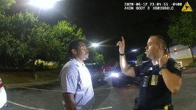 Vpálil Afroameričanovi (†27) dvě kulky do zad. Policistu viní z vraždy, hrozí mu trest smrti