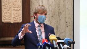 Vojtěch řekl, kdy Češi odloží roušky. Novinky u restaurací i akcí, 5000 lidí na veletrhy