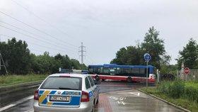 Vážné ohrožení životů! Řidiči autobusu někdo za jízdy nastříkal do obličeje pepřák, vezl šest lidí