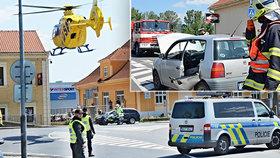 Sanitka bourala v Litoměřicích: Pro vážně zraněnou ženu letěl vrtulník!