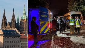 Pod okny Zemana se protestovalo: Aktivisté odmítali opustit Pražský hrad, odvezla je policie