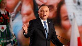 Zemanův protějšek vyhrál 1. kolo voleb v Polsku. Jeho rival varuje před monopolem