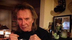 Smrt slavného zpěváka (†73) z »osmdesátek«: Podlehl strašné nemoci!