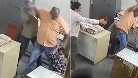 Surovec zbil v hotelu kolegyni opěradlem od židle. Řekla mu, aby si nasadil roušku