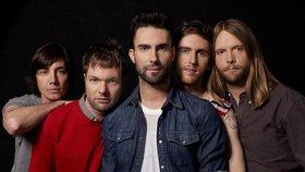 Člen Maroon 5 obviněn z domácího násilí: Za mlácení přítelkyně mu hrozí 6 let!