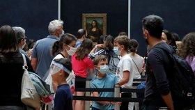 Mona Lisa už zase ukazuje svůj úsměv. Slavný Louvre po čtyřech měsících přivítal turisty