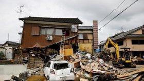 Desítky mrtvých, tisíce lidí odříznutých od zbytku světa: Japonsko pustoší obří záplavy
