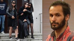 Vraha Marečka (†2) pohřbili v bílé rakvi: Zdrcená matka se několikrát zhroutila