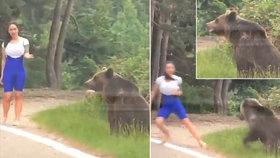 Selfie s medvědem se změnilo v boj o život: Mladá žena musela vzít nohy na ramena!