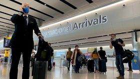 Na ostrovy bez karantény. Británie uvolňuje omezení pro turisty včetně Čechů. Proč chybí Slováci?