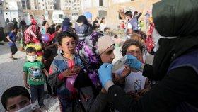 Doktor pomáhající uprchlíkům onemocněl koronavirem. Hrozí katastrofa, varují ve zbídačené Sýrii