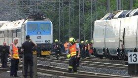 Srážka dvou vlaků v Běchovicích: Podle Drážní inspekce k ní došlo asi lidskou chybou