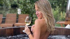 Kopřivová nahá ve vířivce a romantika v pánské společnosti: Kdo ji fotí?