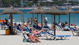 Koronavirus ONLINE: Varování před Chorvatskem, test po Mallorce a elixír prezidenta nezabral