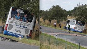 U Divišova se srazil autobus s autem: Mnoho lidí utrpělo zranění!