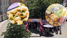 Sýry, víno, šneci, makronky: Francie jen pár kroků od Karlova mostu. Co dalšího trhy nabízejí?
