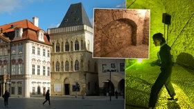 Gotické sklepení kulisami pohybové a světelné show. K vidění je v domě U Kamenného zvonu