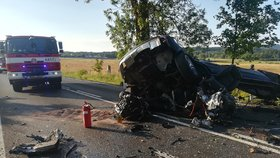 Tragédie u Hazlova: Řidič po nárazu do stromu vyletěl z auta! Na místě zemřel