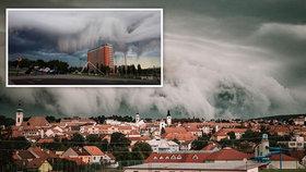 """Neuvěřitelná podívaná: Bouřky přinesly nad Moravu """"apokalyptický"""" mrak"""