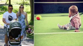 Bude po mamince? Dcera tenistky Šafářové Leontýnka (7 měsíců) už je hvězdou kurtů!