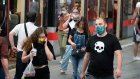 Rekordní přírůstky v ČR? Denně budou až 2 tisíce nakažených, varuje český biolog