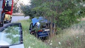 """Nehoda v Řeporyjích: Opilý řidič """"zaparkoval"""" auto do příkopu"""