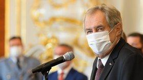 Zemanův rušný den na Hradě: Poprvé od června na veřejnosti, jmenoval soudce i generála