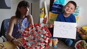 Lži a výhrůžky kvůli koronavirové pomoci: Tadeáš se raduje z jídla, jiní si koupili člun