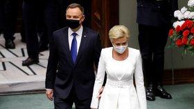 Duda odhodil roušku a složil přísahu. Polsko má staronového prezidenta