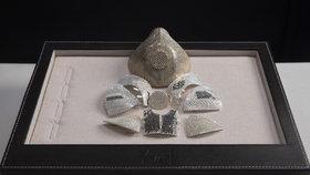 Nejdražší rouška na světě stojí 33 milionů. Je ze zlata a zdobí ji 3600 diamantů