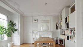 V historickém apartmánu v srdci Paříže se mísí moderní design s původními prvky