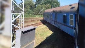 U Tišnova vykolejil rychlík z Prahy! Poslední dva vagony jsou mimo koleje