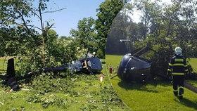 Vrtulník se zřítil do zámecké zahrady v Žamberku: Uvnitř byly děti!