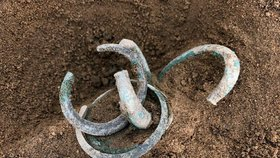 Bronzový poklad v Modřanech! Archeologové našli i důkaz o osídlení městské části v pozdní době kamenné