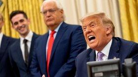 """Trump chce sankcemi přitlačit na Írán. A ukázal na Bidenovu """"katastrofální"""" smlouvu"""