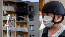 Žhář z Bohumína ohrožoval rodinu zbraní, řekla policie. Po útoku v paneláku sebevražda v autě?