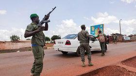 Státní převrat v Mali: Prezident po vzpouře vojáků rezignoval. V zemi působí i Češi