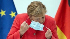 I látkové roušky pomáhají, tvrdí studie z Německa. A vysvětluje nutnost větrání