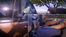 Policista zachránil kolabující miminko z rozpáleného auta: Uvnitř bylo přes 50 °C!