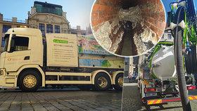 Mezinárodní unikát v Praze: Ekologický vůz na proplach kanalizace vysaje i dlažební kostku