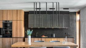 Spojením garsonky a apartmánu vytvořili elegantní bydlení pro rodinu