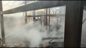 Požáry za 27 milionů: Popelem lehla zámecká stodola s historickou expozicí, hořel i dům