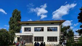 """V prvorepublikové vile v Dejvicích vzniká Centrum Romů a Sintů. """"Slibujeme si posun ve vztazích,"""" říkají iniciátoři"""